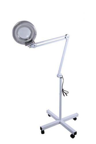 Козметична лампа с лупа